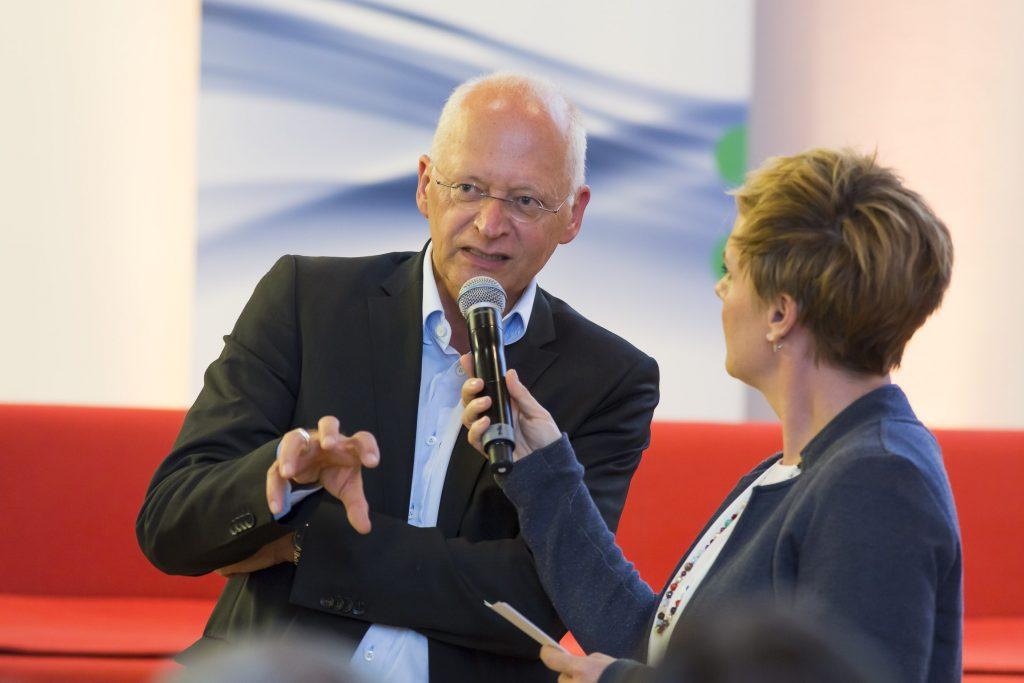 Moderatorin Andrea Hansen im Gespräch mit Dr. Jürgen Brautmeier, Regionaltag Köln