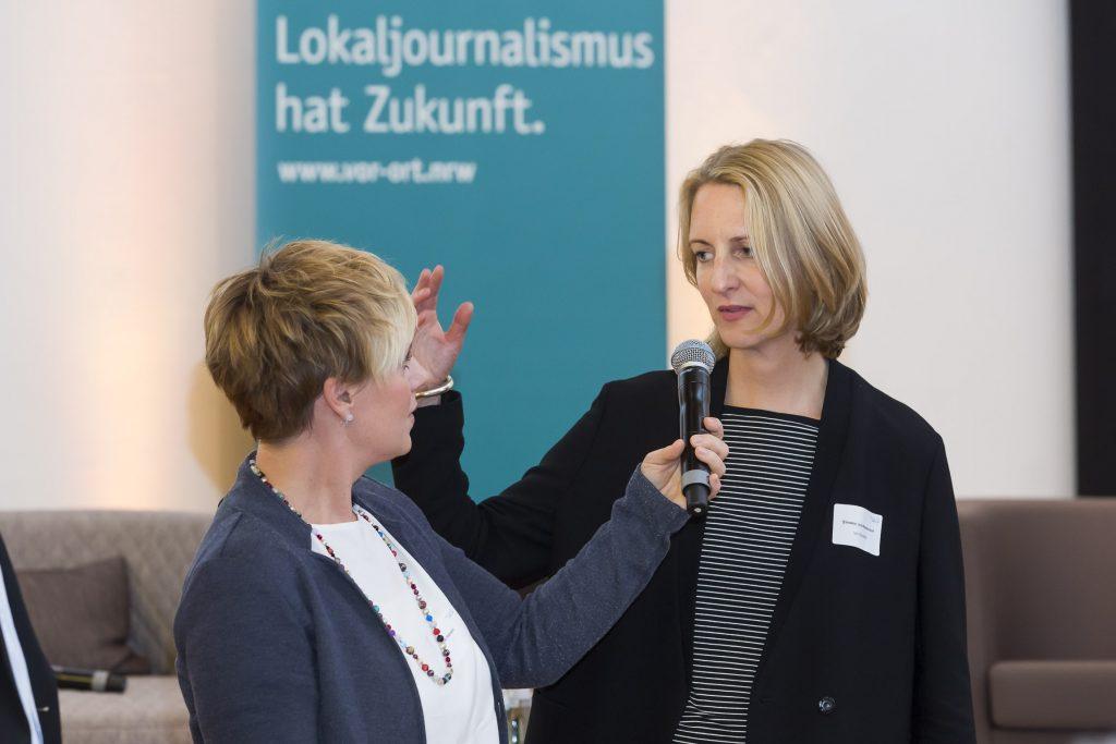 Moderatorin Andrea Hansen im Gespräch mit Simone Jost-Westendorf, Geschäftsführerin von Vor Ort NRW