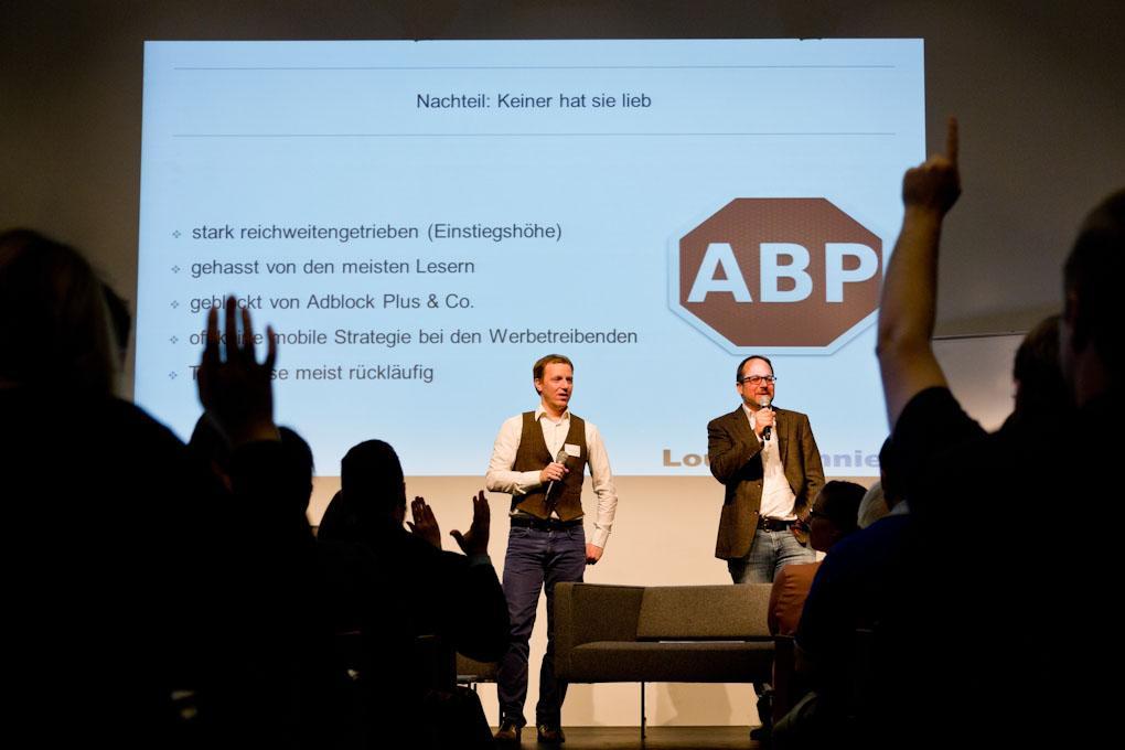 """v.l.: Stephan Goldmann und Karsten Lohmeyer, Praxistag """"Geld verdienen im Online-Journalismus"""""""
