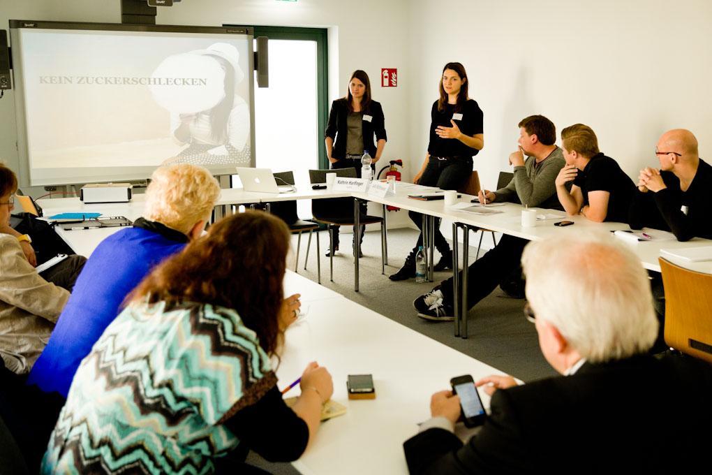 """Workshop von Kathrin HarlfingerundJulia Matthiessen von POCKETS, Praxistag """"Geld verdienen im Online-Journalismus"""""""