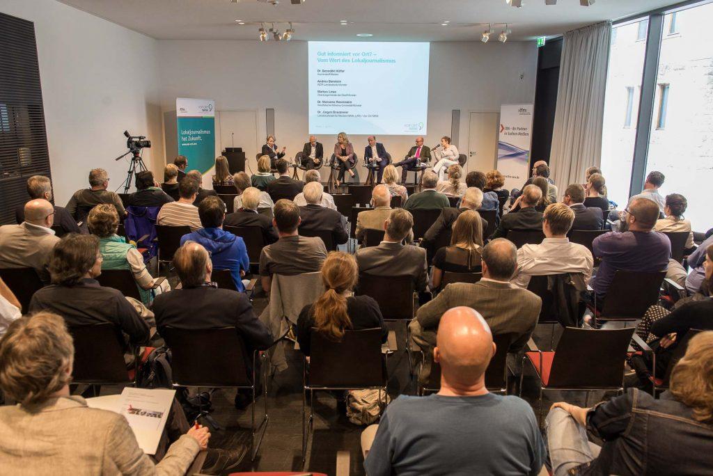 """Podium und Publikum Regionaltag Münster """"Gut informiert vor Ort? – Vom Wert des Lokaljournalismus"""""""