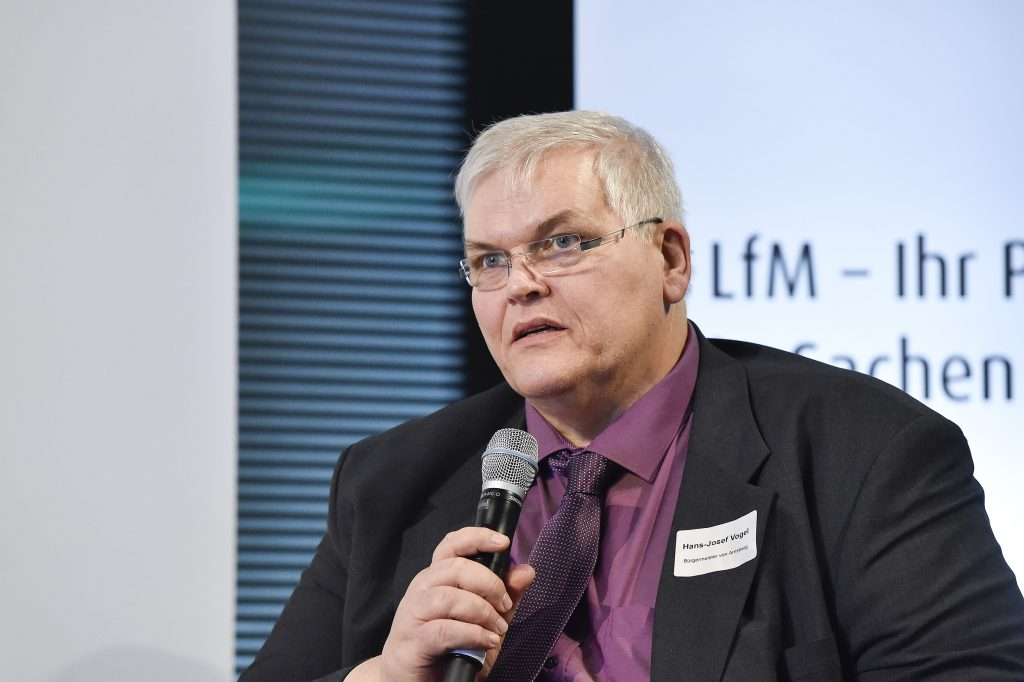 Hans-Josef Vogel, ehemaliger Bürgermeister der Stadt Arnsberg auf dem 3. Regionaltag der LfM-Stiftung Vor Ort NRW im Lensing-Carrée am 24. Januar 2017
