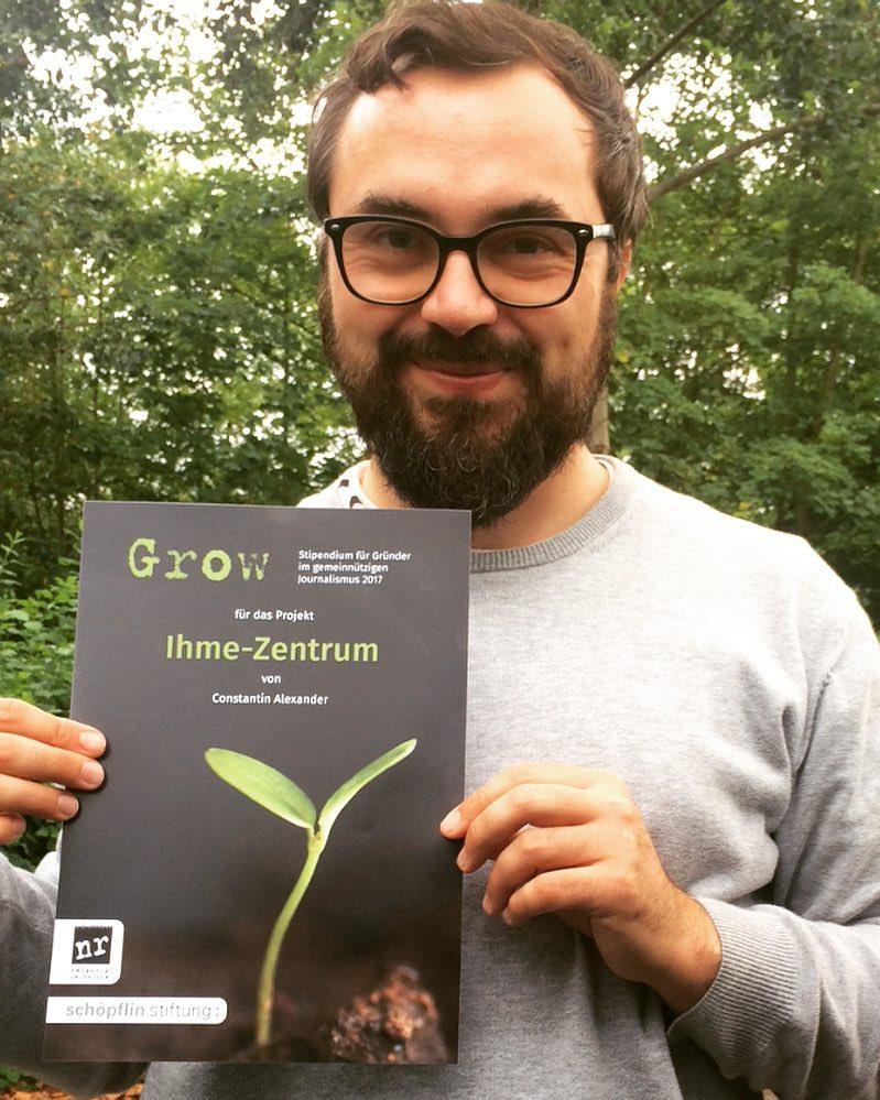 Constantin Alexander mit Urkunde Grow-Stipendium für das Projekt Ihme-Zentrum