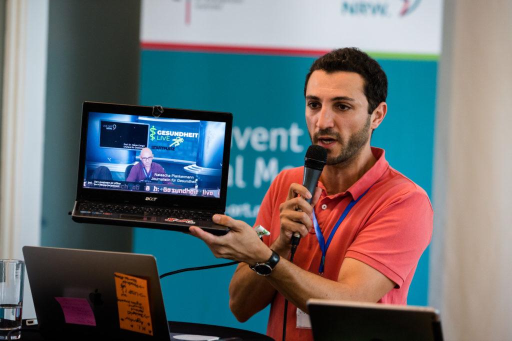 Teilnehmer des Hackathon 2018 präsentiert die Ergebnisse.