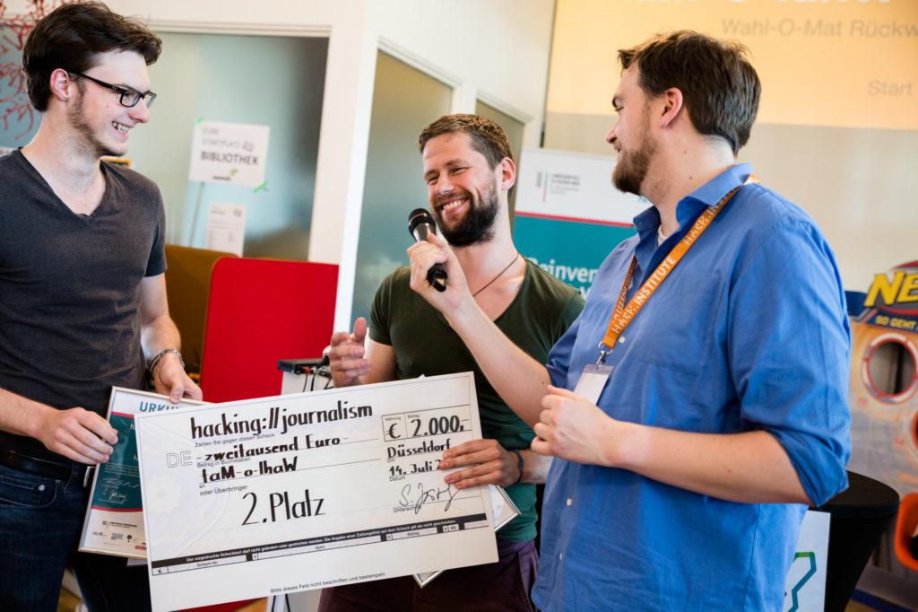 Preisübergabe beim Hackathon 2018.