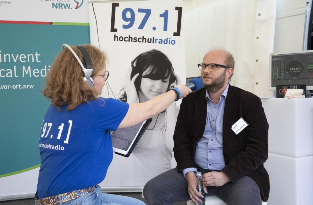Correctiv-Organisator Davi Schraven wird organisiert.