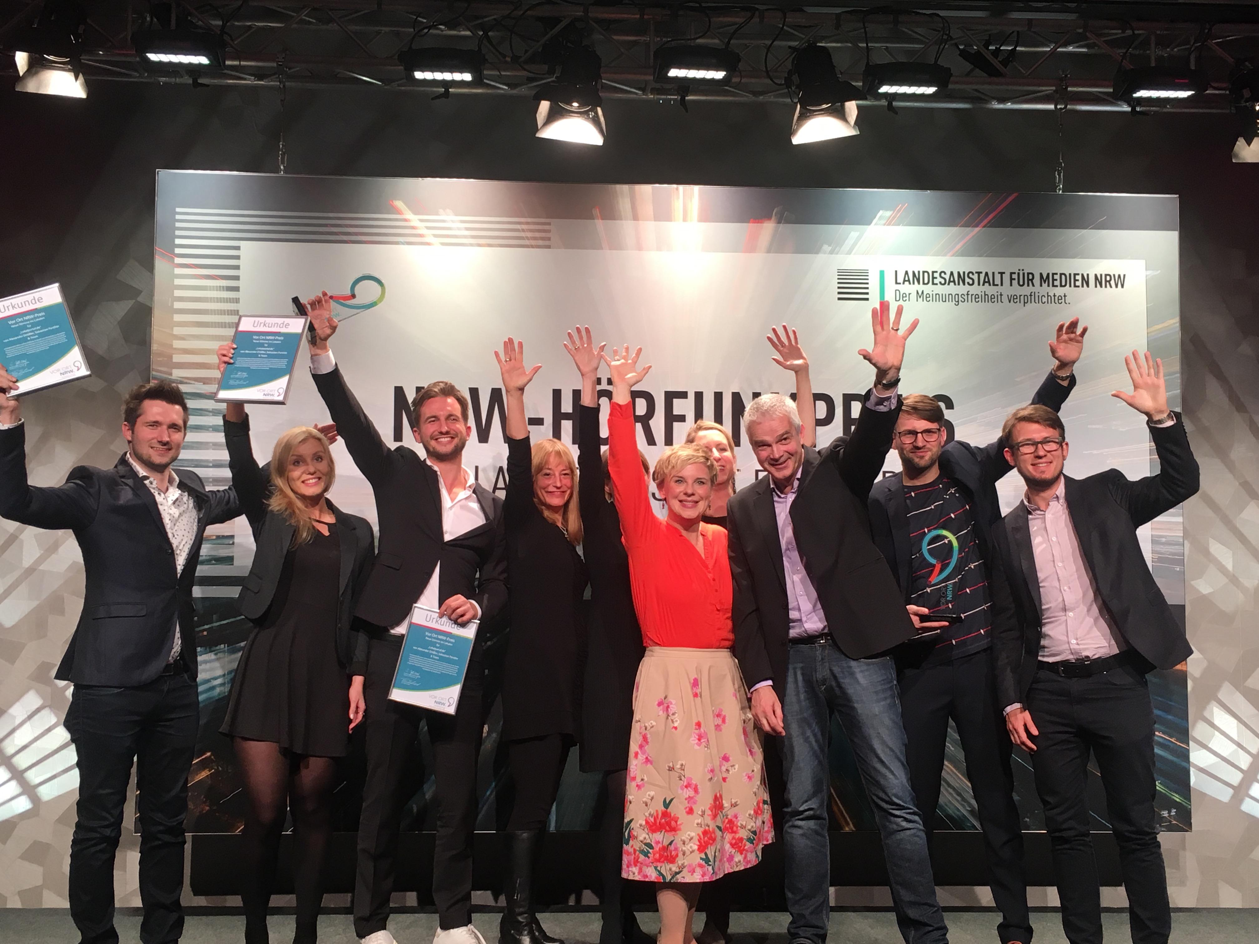 Teamfoto der Gewinnerinnen und Gewinner sowie der Jury des Vor Ort NRW-Preises 2018.