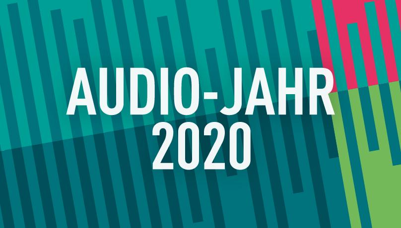"""petrol & blaue Striche, darauf in weißer Schrift """"Audiojahr 2020"""""""