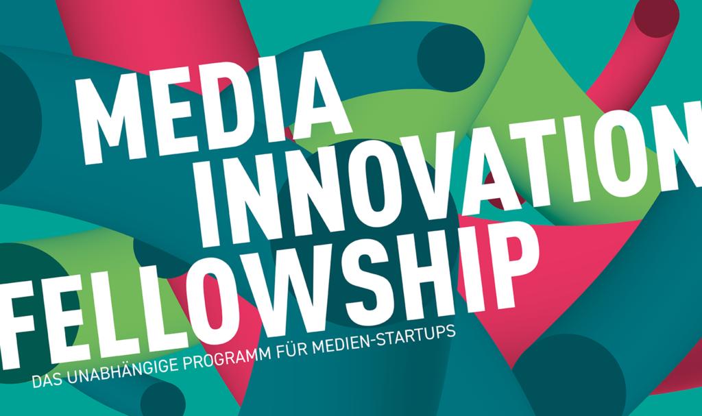 """Weiße Schrift auf buntem Hintergrund: """"Media Innovation Fellowships - das unabhängie Programm für Medien-Startups"""""""